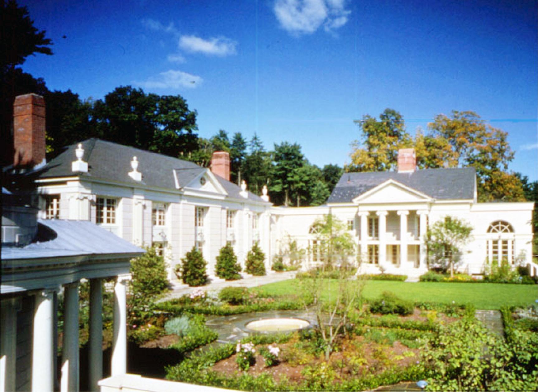 Lyme.Connecticut.Taylor_House.House_&_Garden.Robert_Orr_&_Associates.Architecture.Landscape_Architecture.New_Urbanism.Rear_Courtyard.jpg