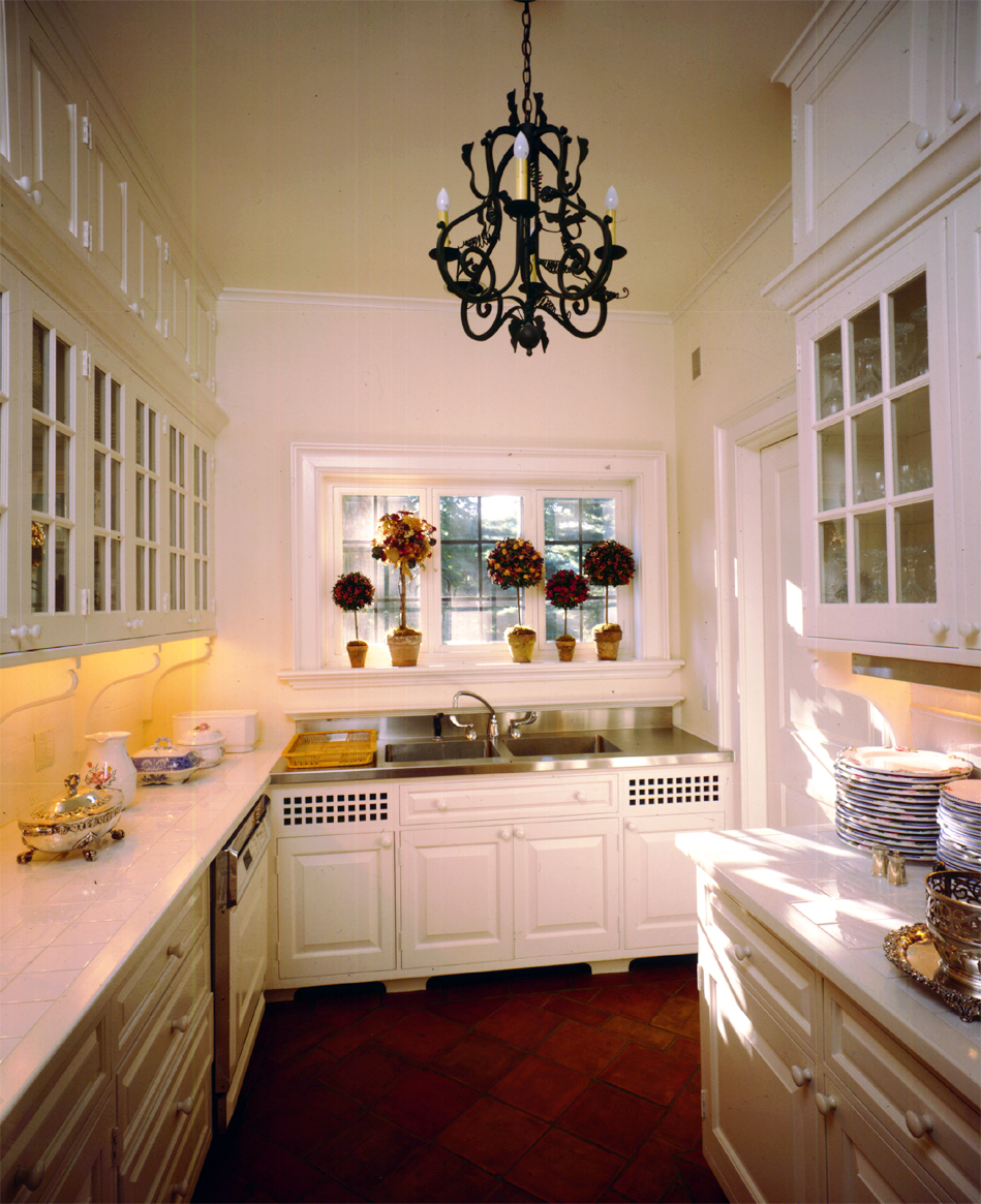 New_Canaan.Connecticut.Forbes.Robert_Orr_&_Associates.Architecture.Landscape_Architecture.New_Urbanism.Kitchen_Pantry.jpg