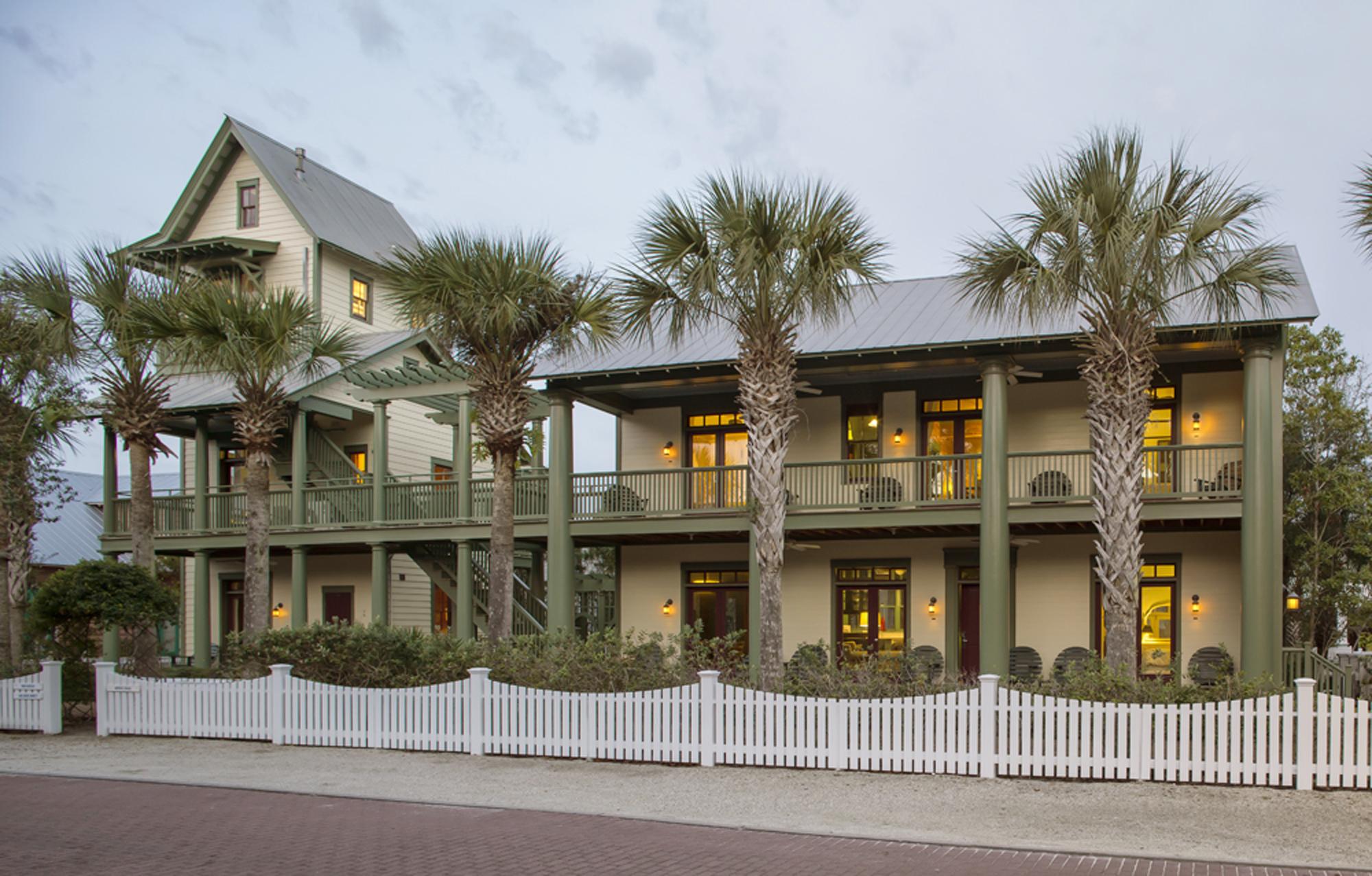 Seaside_Florida.Beach.Natchez_House.New_Urbanism.CNU.Courtyard.Walkable.Robert_Orr_&_Associates.Architecture.Landscape_Architecture.Urbanism.Natchez_Street_View.jpg