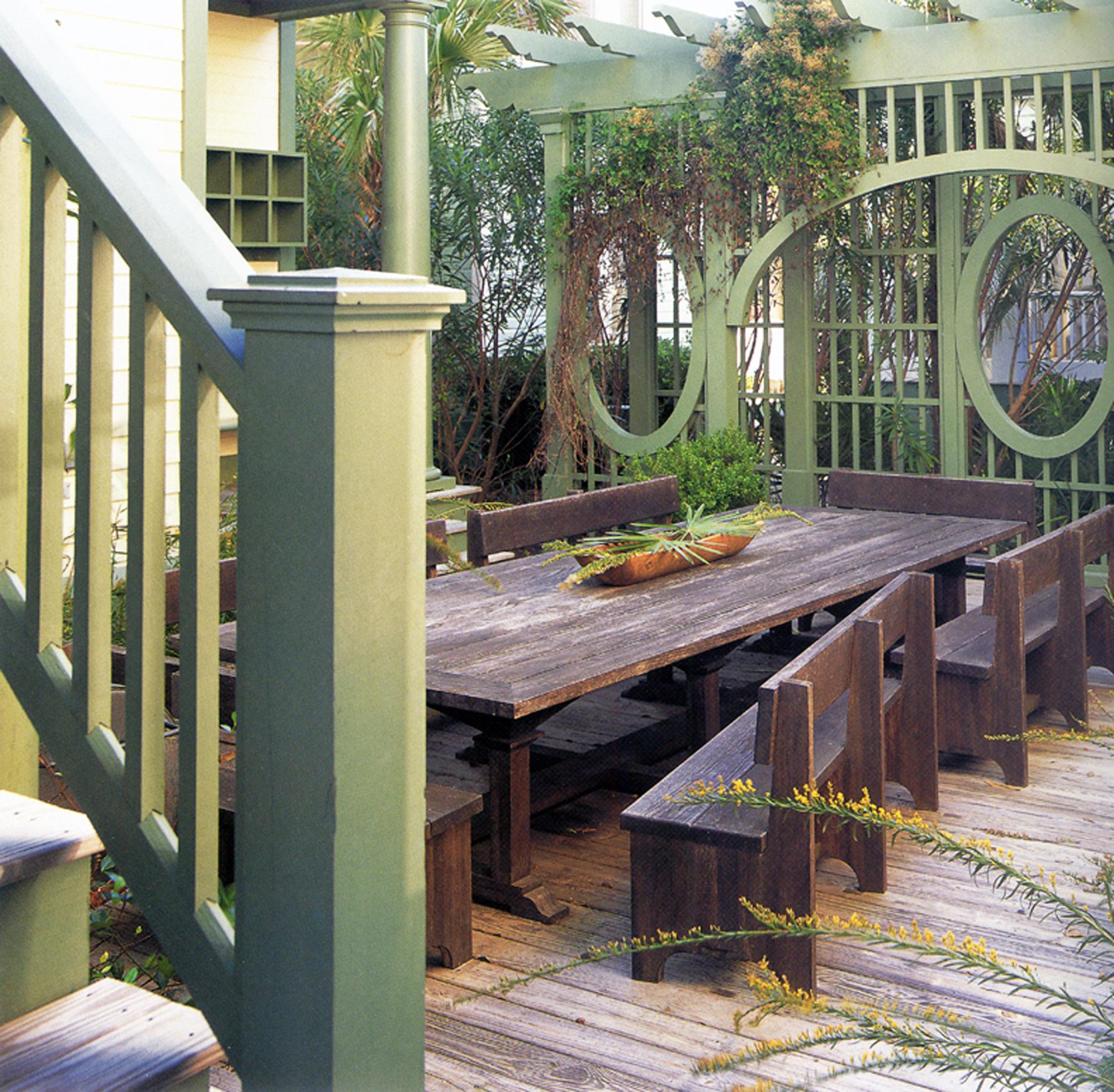 Seaside_Florida.Beach.Natchez_House.New_Urbanism.CNU.Courtyard.Walkable.Robert_Orr_&_Associates.Architecture.Landscape_Architecture.Urbanism.Picnic_TableA.jpg