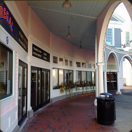 Mashpee_Massachusetts.Mashpee_Commons_TND.Robert_Orr_&_Associates.New_Urbanism.Mixed-Use.Shopping.Arcade.Dinner_Movie.jpg