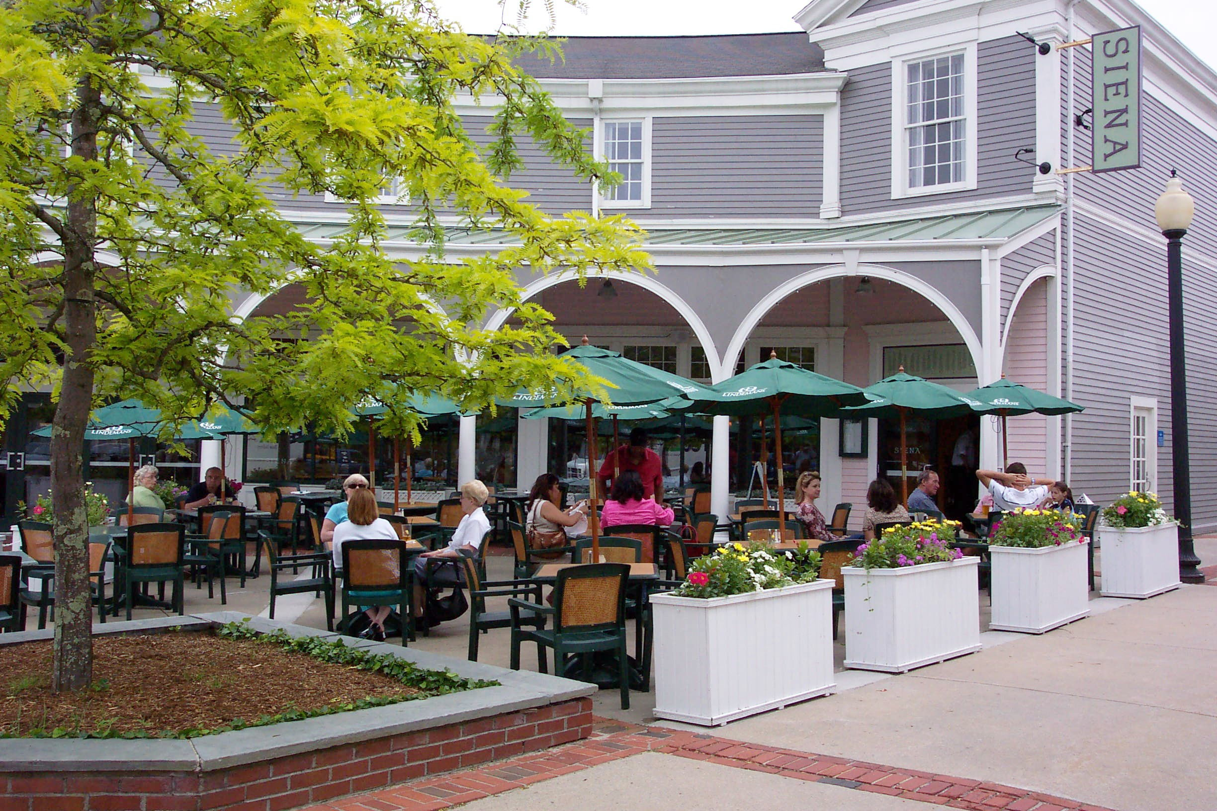 Mashpee_Massachusetts.Mashpee_Commons_TND.Robert_Orr_&_Associates.New_Urbanism.Mixed-Use.Shopping.Restaurant2.jpg