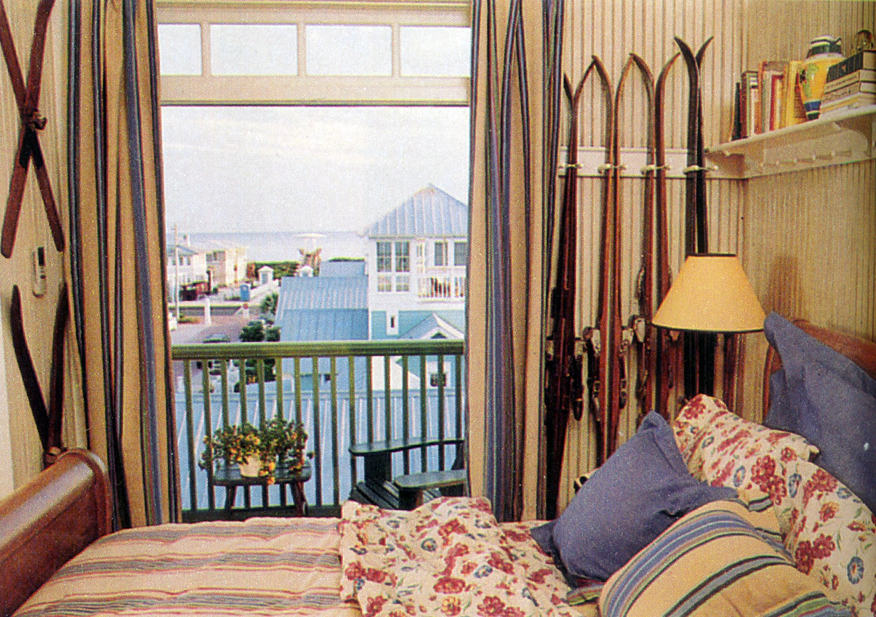 Seaside_Florida.Beach.Natchez_House.New_Urbanism.CNU.Courtyard.Walkable.Robert_Orr_&_Associates.Architecture.Landscape_Architecture.Urbanism.High_Rustler_View2.jpg