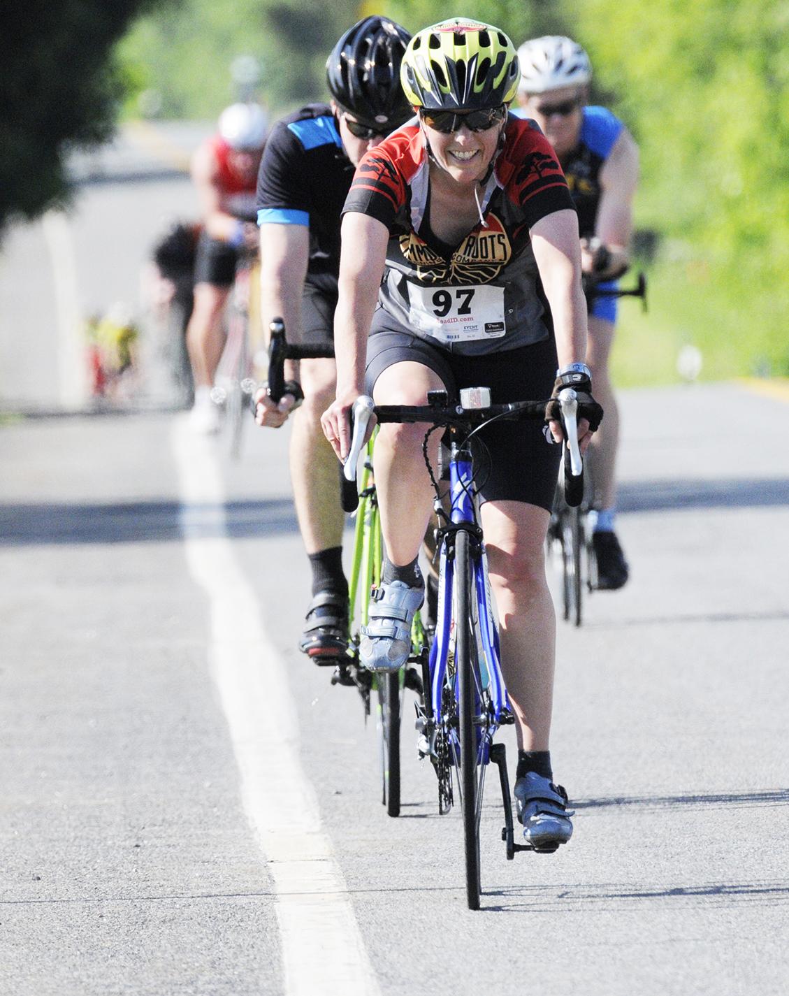 Riders competing at the 2017 Saratoga Lions Duathlon.   Barry Koblenz/ basetwelvephoto.com
