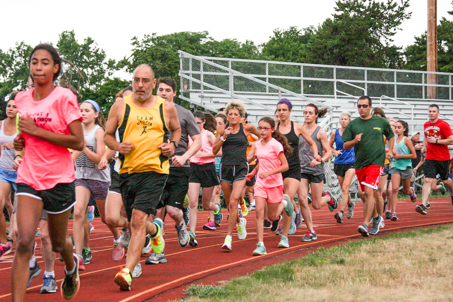 Start of 2016 Colonie Mile at Colonie High School track.   Bill Meehan/HMRRC