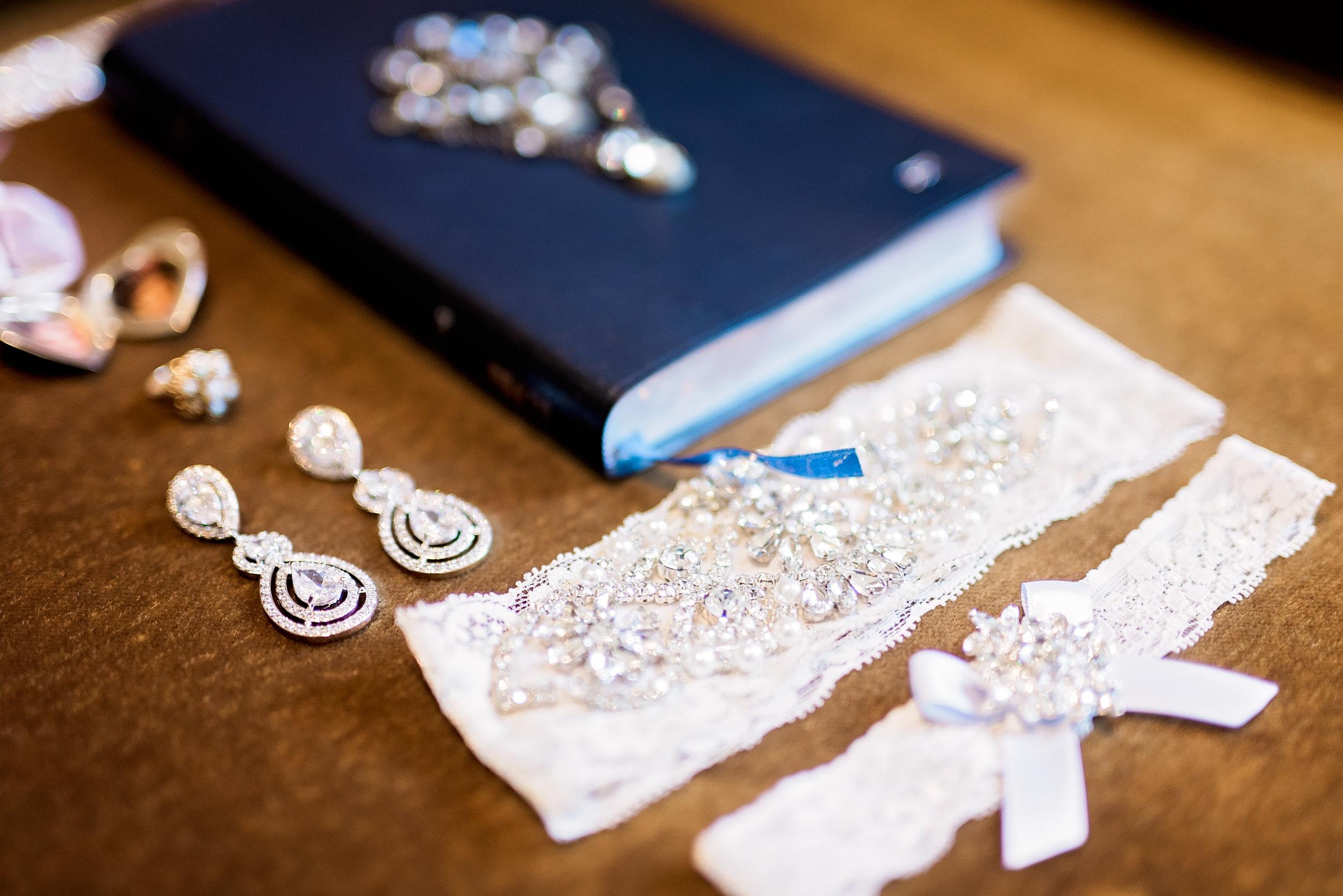Dallas Wedding- Texas Photographer- Pharris Photography- Carrington and Maxx- Bridal Accessories