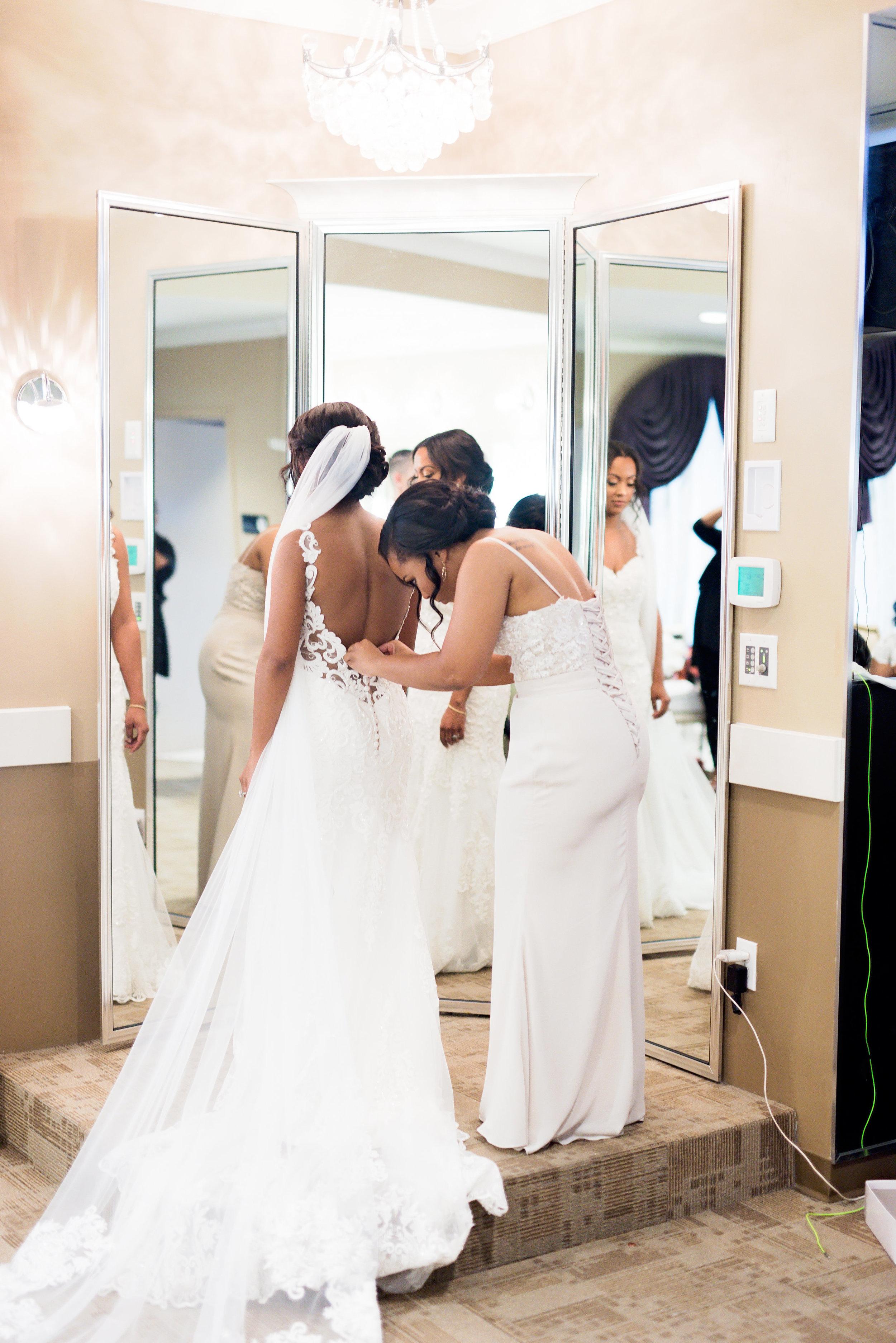 Dallas Wedding- Texas- Pharris Photography- Chelsea + Aaron- Bride- Wedding Gown