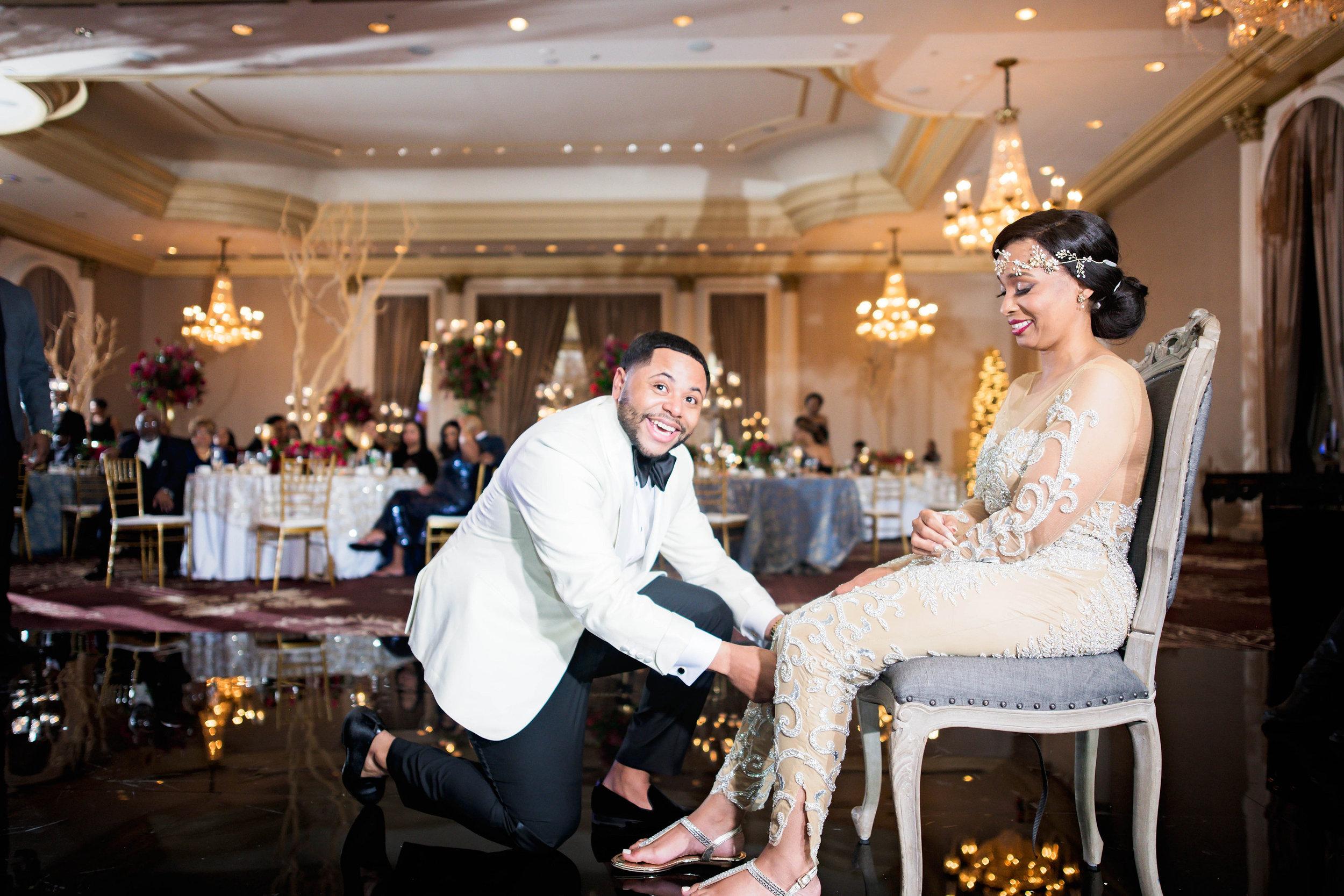 Pharris Photography- Houston Wedding- Krystyn and Joshual- Texas Wedding- Garter Toss- Lace Wedding Dress