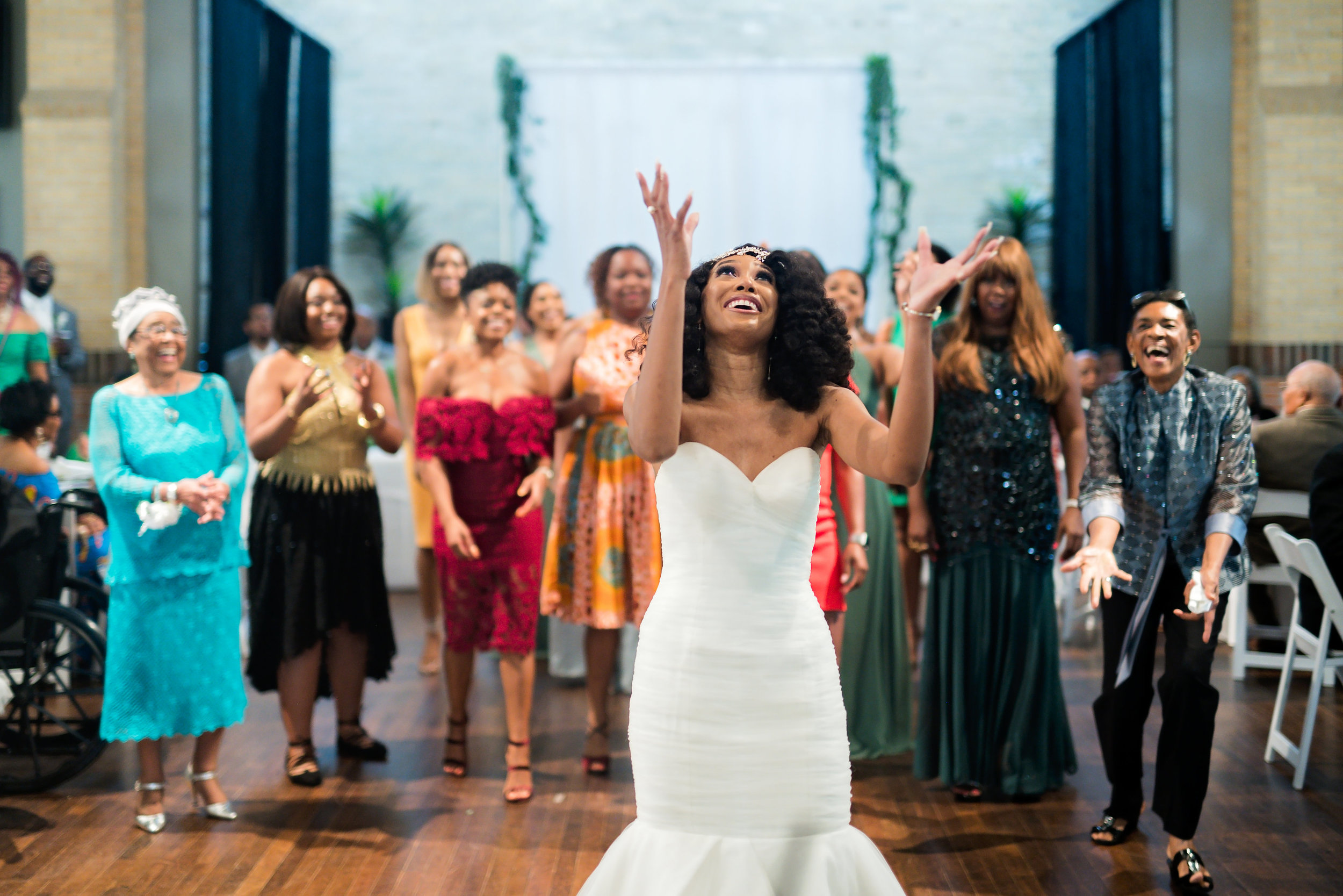 Houston Wedding- Pharris Photography- Reception- Lorece + Jeremy- Bouquet Toss