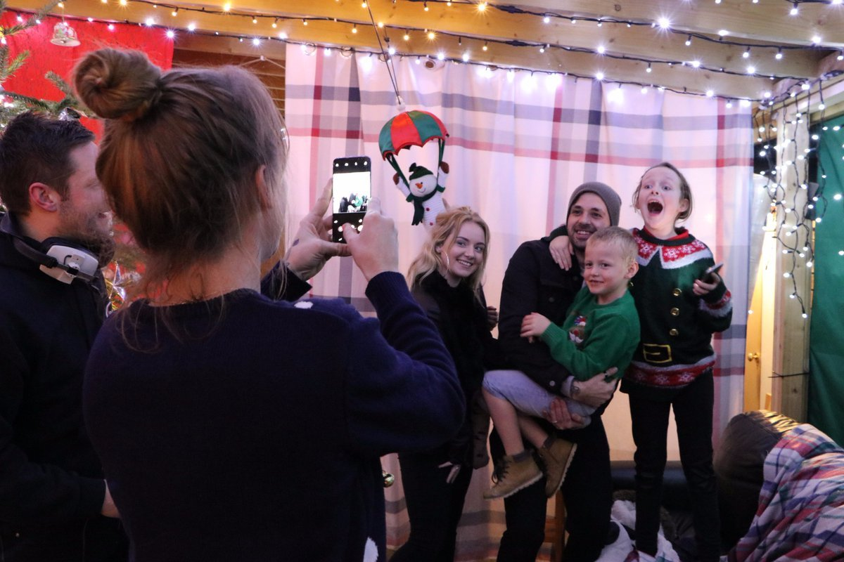 Ben Haenow visits a family in Merrow to turn on their Christmas Lights.