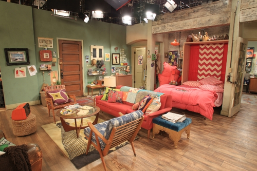 In which US sitcom does this set feature?
