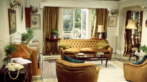 Can you remember which sitcom this fancy living room is from?