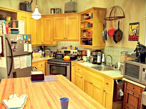 A bright kitchen which you might find french toast or a hot beverage being made - which sitcom is it from?