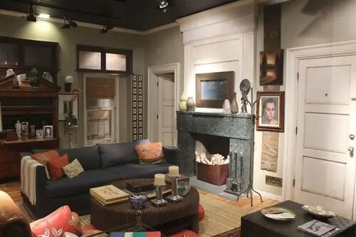 Which US Sitcom features this living room?