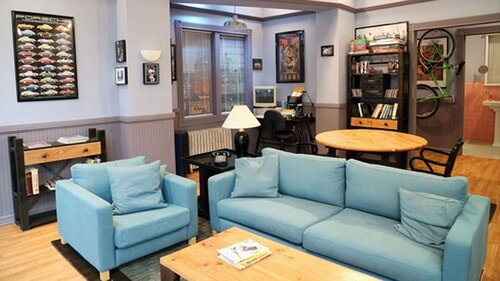 Which long-running sitcom includes this set with a bright blue couch?