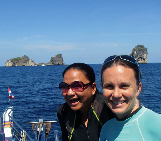Lindsay (left) and her research assistant, Top (right).  Lindsay Aylesworth/Project Seahorse