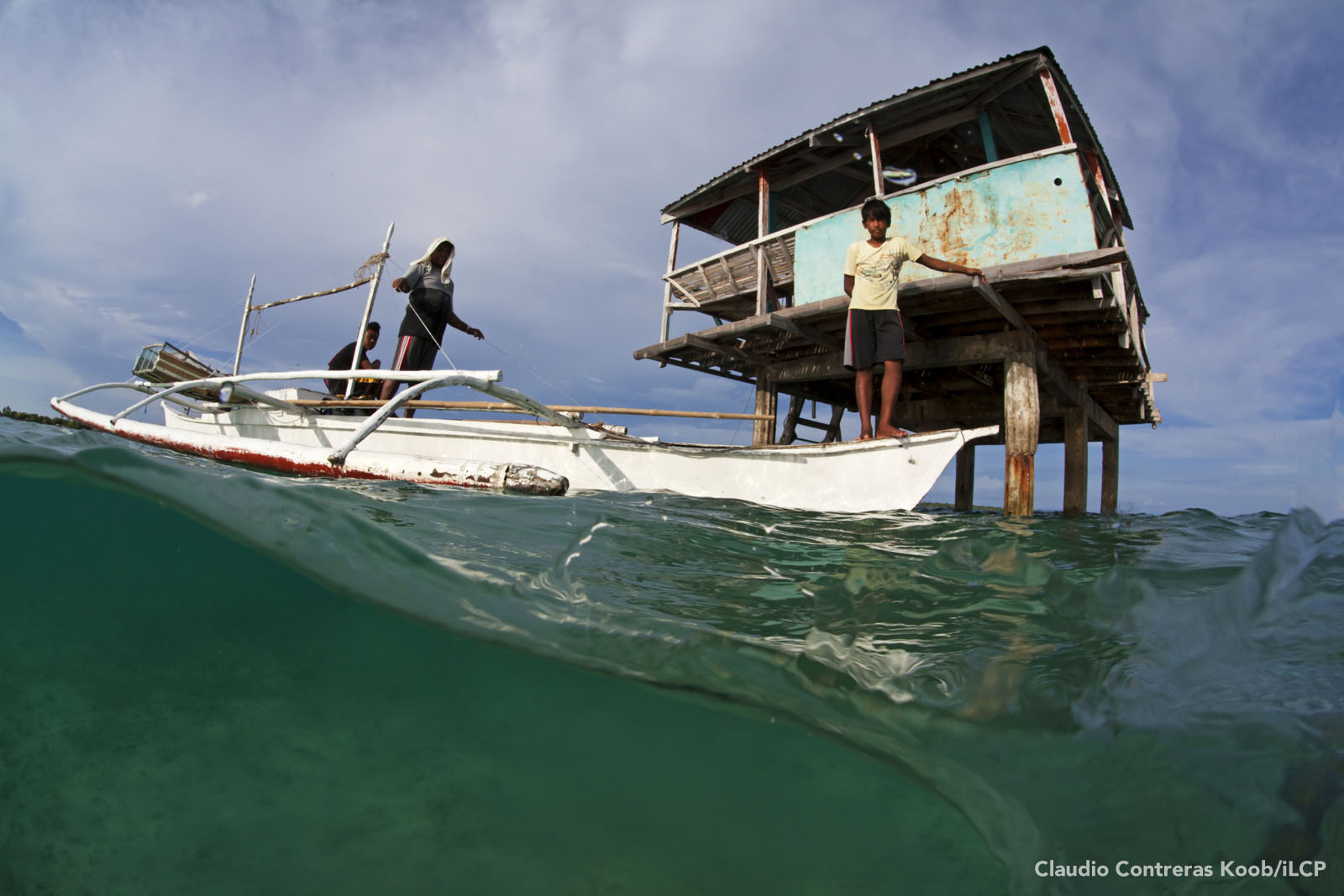 Villagers arrive at their MPA guardhouse. Marine protected areas are no-fishing zones where threatened species such as seahorses and habitats such as coral reefs can recover. Claudio Contreras Koob/iLCP