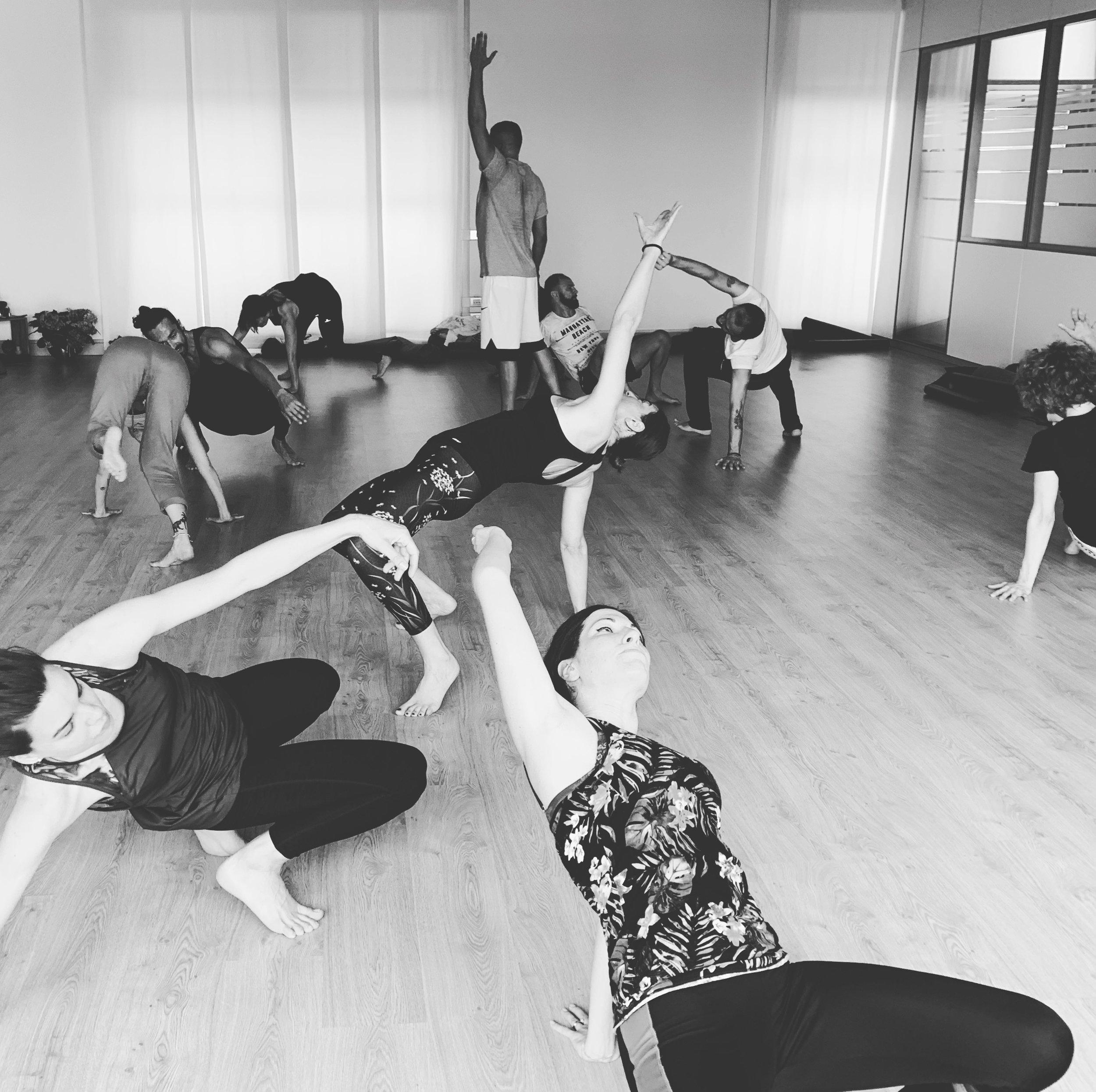 MASTER YOGA OFF THE MAT - Formazione YOTM valido per 300hDATE IN AGGIORNAMENTOSATYA YOGA - San Donà di Piave, VeneziaMaster teorico-pratico per lo sviluppo di un allenamento integrale basato su 20 innovative sequenze di esercizi a corpo libero. Le sequenze provengono dal Vinyasa Yoga, dalla Capoeira Angola e dal Training Funzionale. Sviluppato in quattro giornate il master è costruito per apprendere nuovi schemi di movimento ed essere in grado di insegnarli agli altri in completa sicurezza.DURATA: 4 Giorni TIPOLOGIA: Master di formazioneINTENSITA: ★★★☆