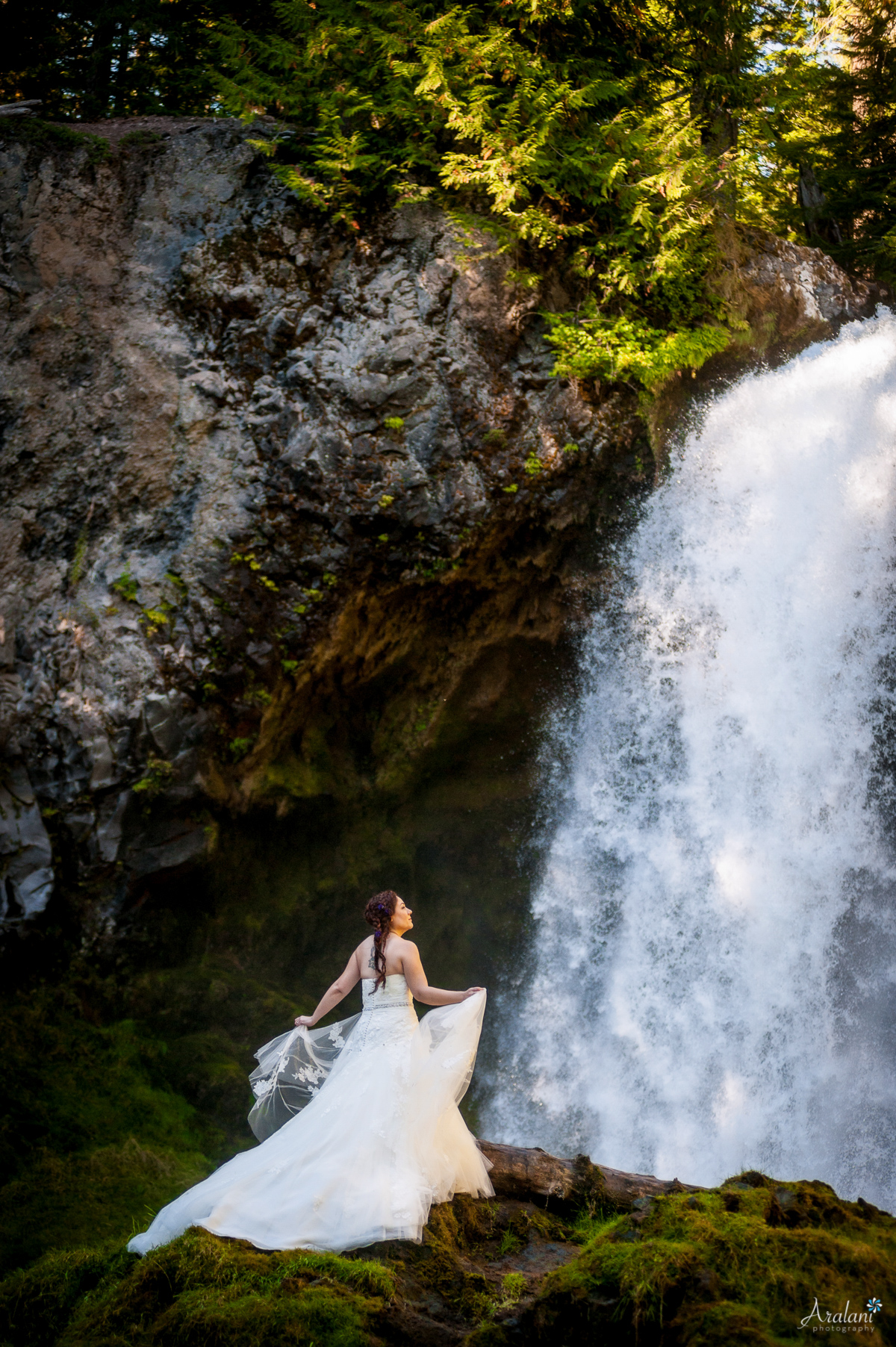 Sahalie_Falls_Waterfall_Wedding0009.jpg