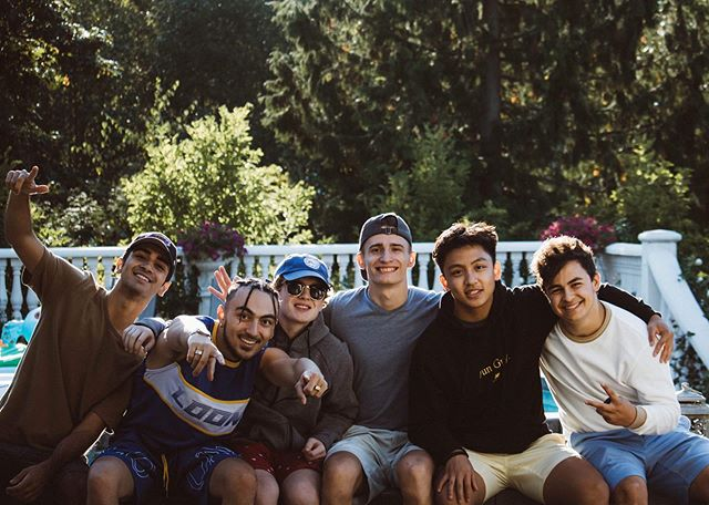 Nothing but big smiles from many of our Phi Alpha '18 Brothers this past weekend!  The boys spent the weekend hard at work, writing and producing a video project, and we can't wait to see the outcome. Big shout-out to Brother Schlieman for the amazing shot! 📷 ... 🔶Want to learn more about Delta Kappa Epsilon? If you're interested in rushing the Delta Kappa Epsilon Fraternity or have any questions regarding the recruitment process, check out the link in our bio or feel free to shoot us a private message.  Κηροϑεν Φιλοι ἀει #DKE #rushdke #GoGreek