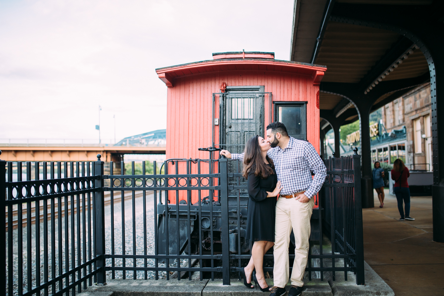 Ashley-reed-photography-pittsburgh-engagement-engagementphotography-engagementphotographer-stationsquare-statio-square-pittsburghengagementphotography-14.jpg