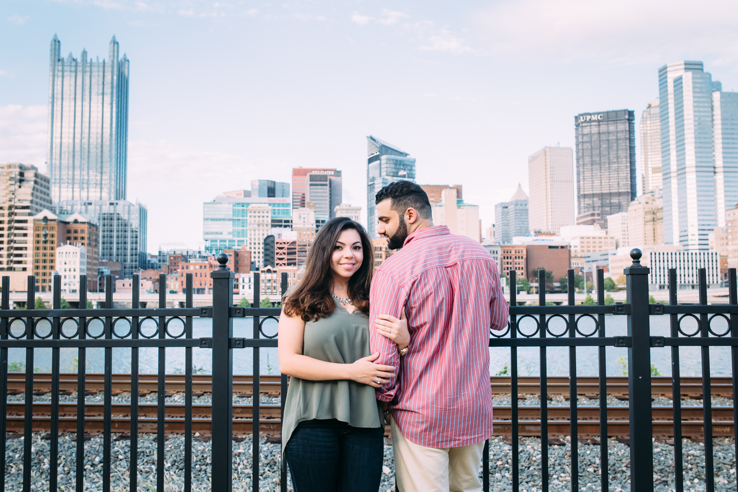 Ashley-reed-photography-pittsburgh-engagement-engagementphotography-engagementphotographer-stationsquare-statio-square-pittsburghengagementphotography-5.jpg
