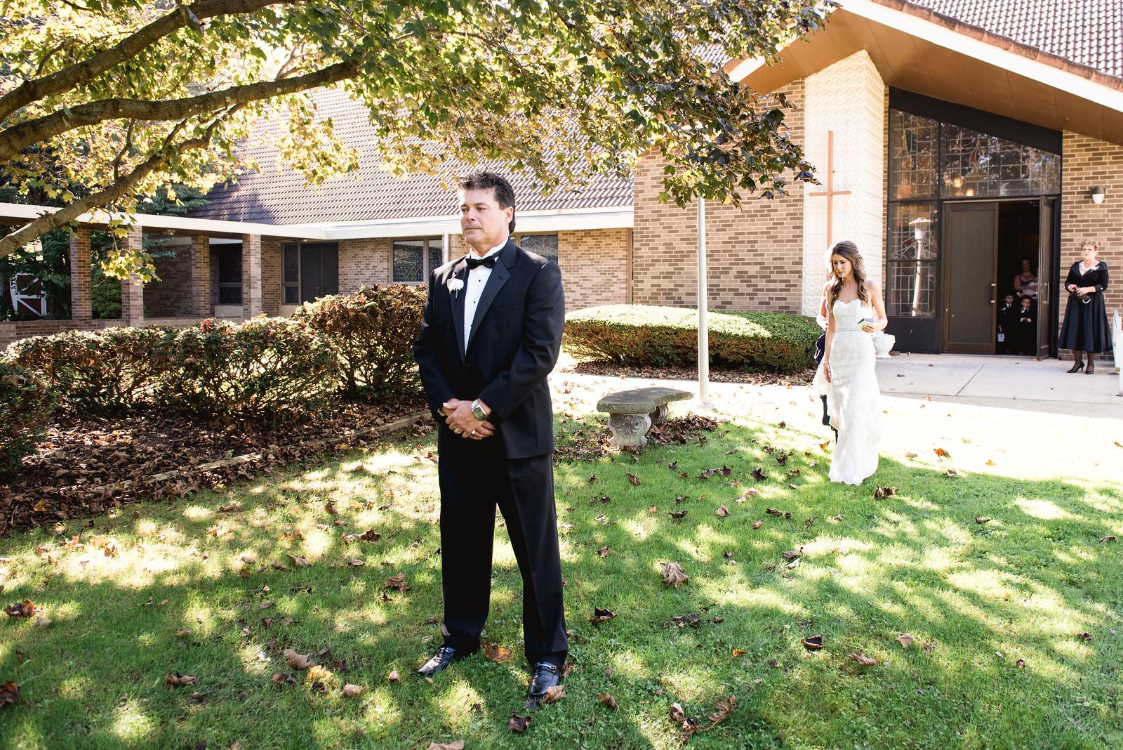 first_look_on_wedding_day2.jpg