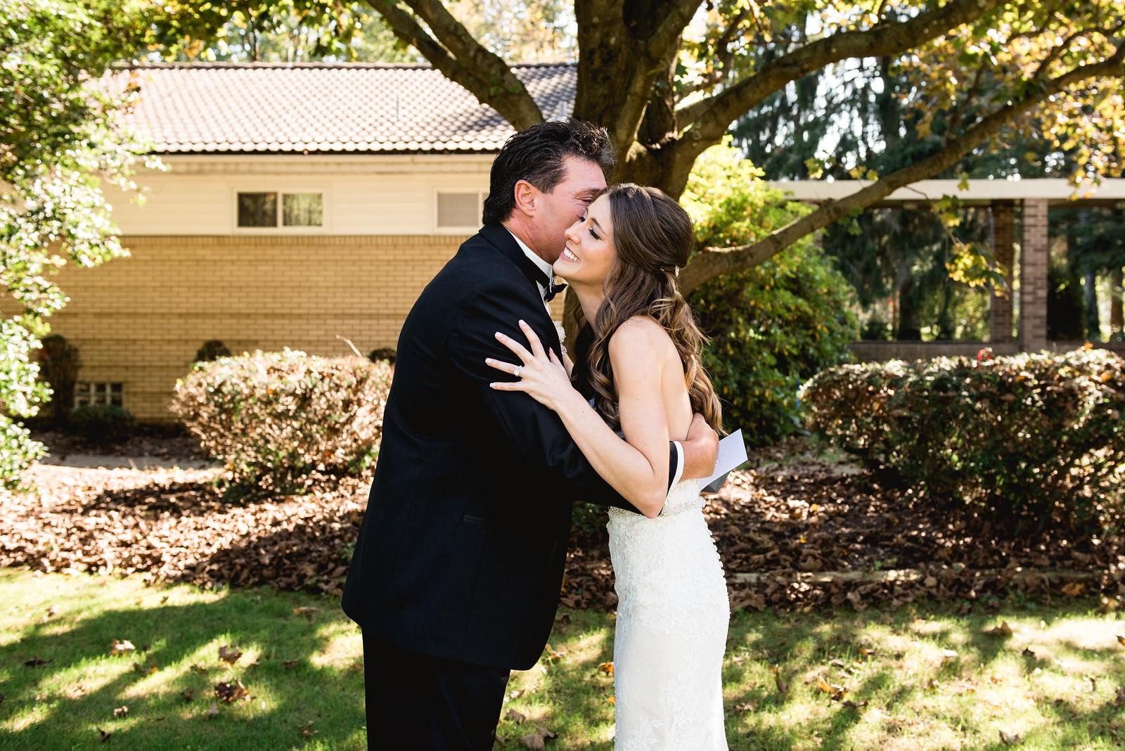 first_look_on_wedding_day5.jpg