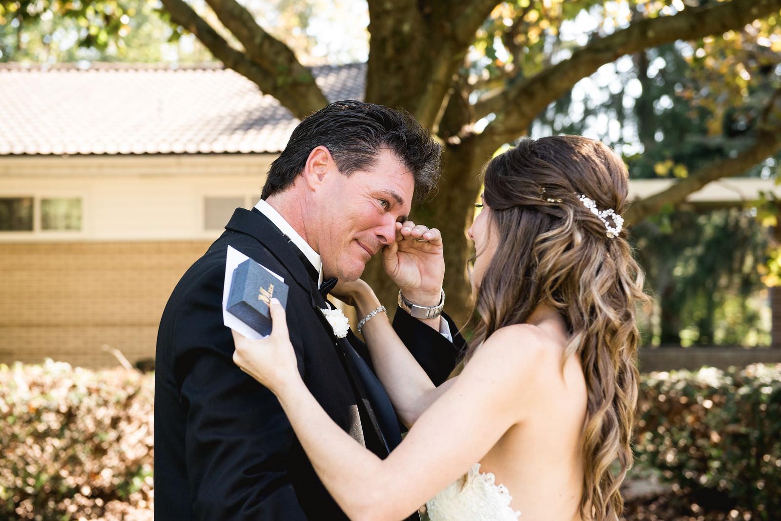first_look_on_wedding_day4.jpg