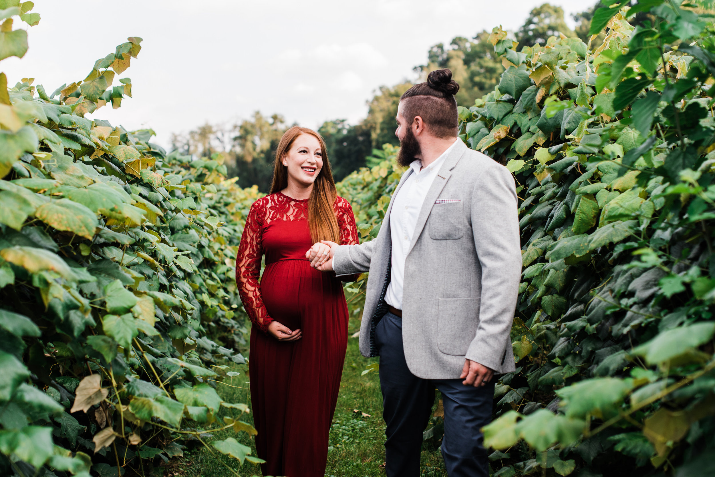 pittsburgh-maternity-photographers-winery-apple-orchard-session_17.jpg