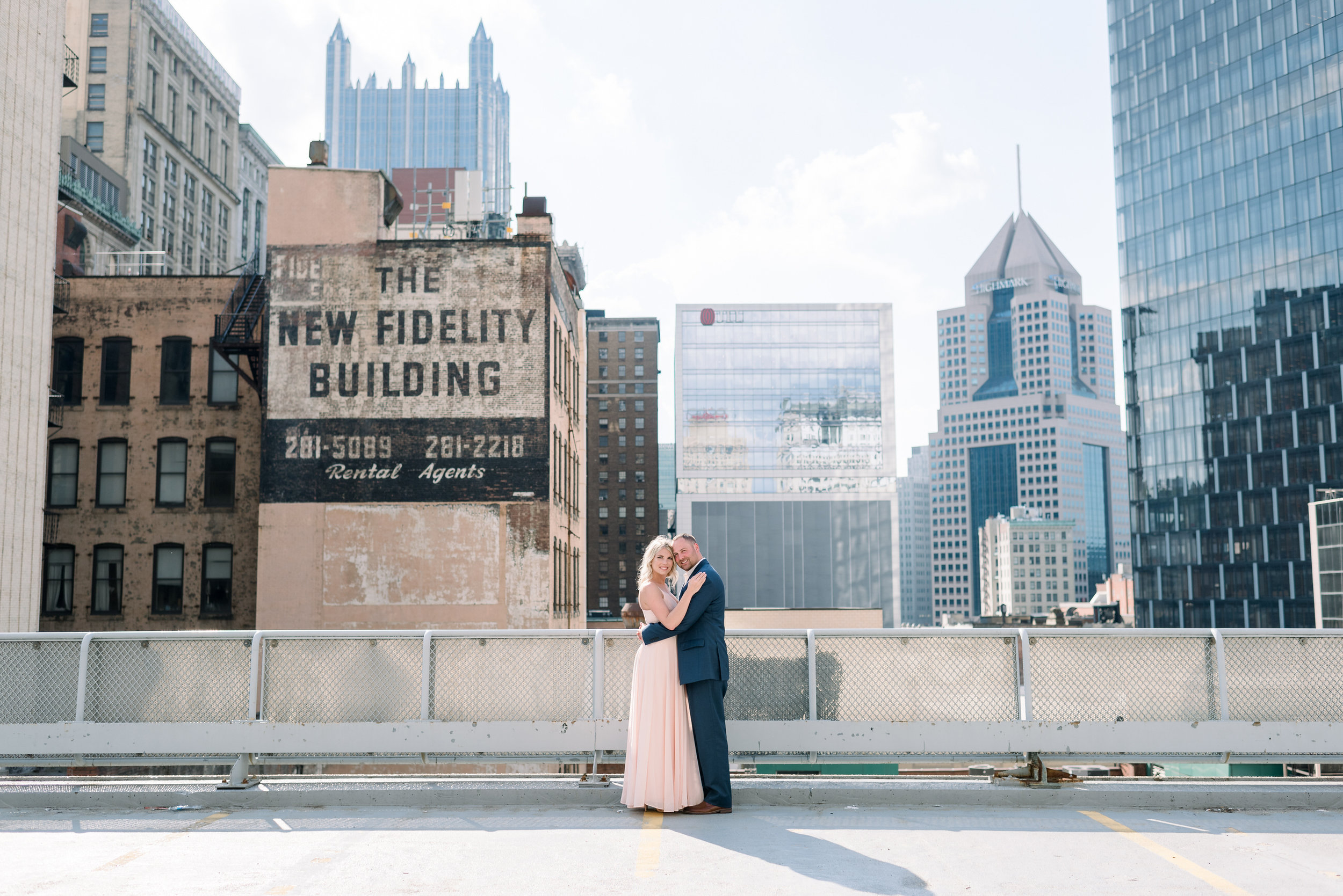 downtown-pittsburgh-rooftop-engagement-session-ashley-reed-photography2.jpg