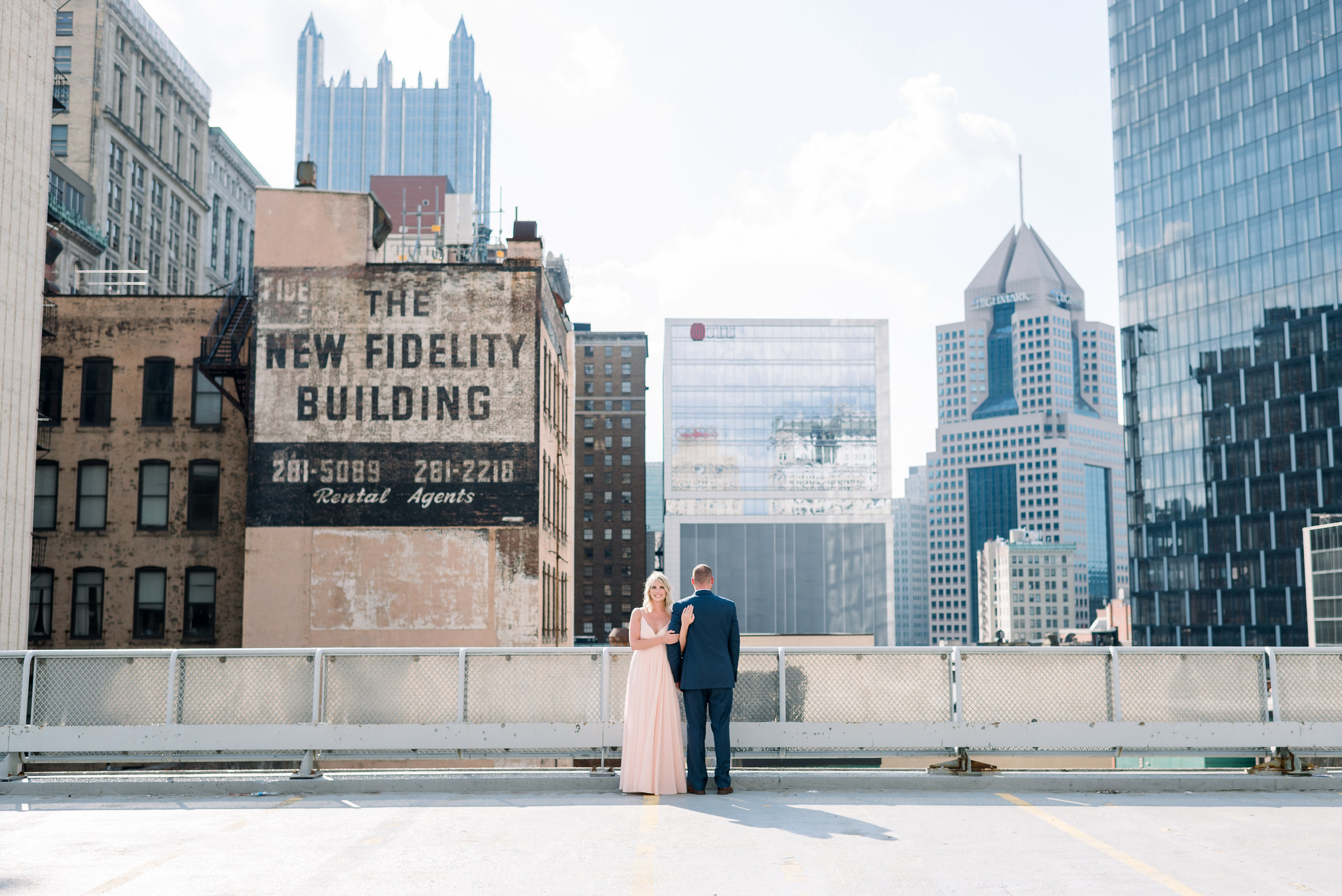 downtown-pittsburgh-rooftop-engagement-session-ashley-reed-photography4.jpg