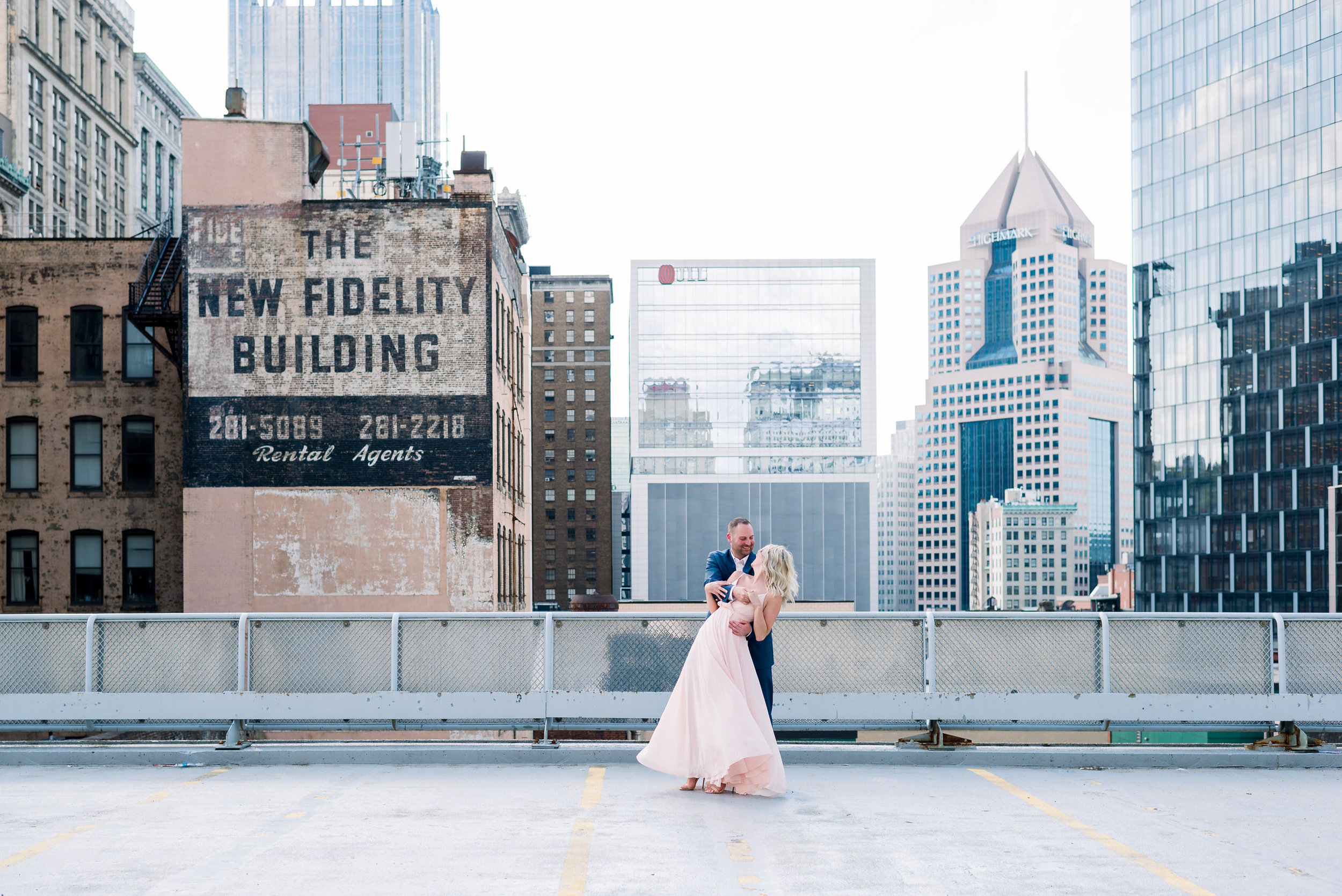 downtown-pittsburgh-rooftop-engagement-session-ashley-reed-photography12.jpg
