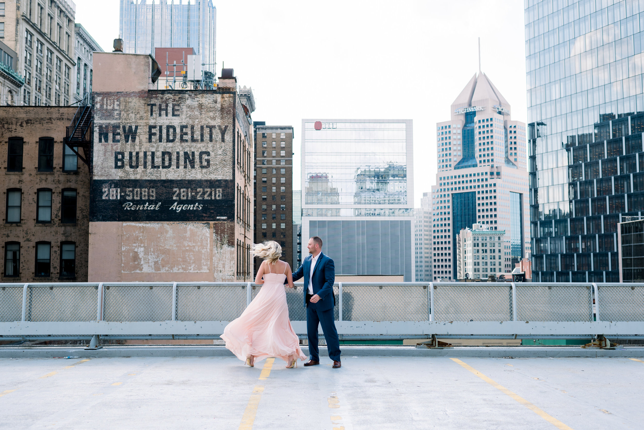 downtown-pittsburgh-rooftop-engagement-session-ashley-reed-photography13.jpg