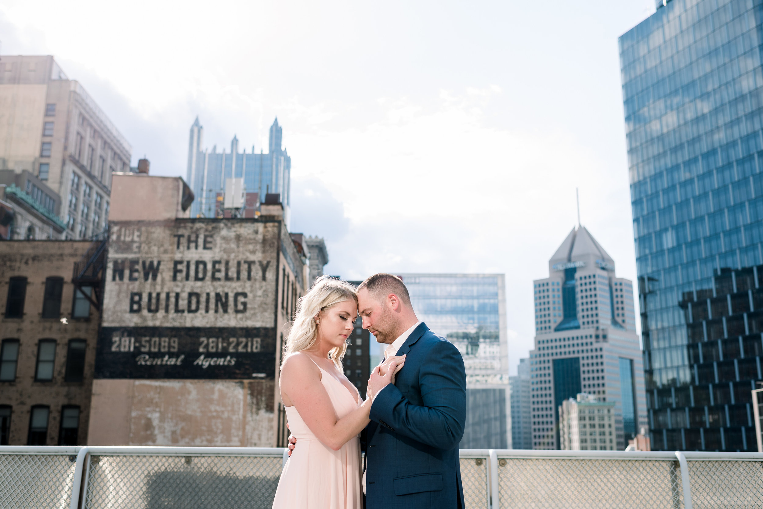 downtown-pittsburgh-rooftop-engagement-session-ashley-reed-photography19.jpg