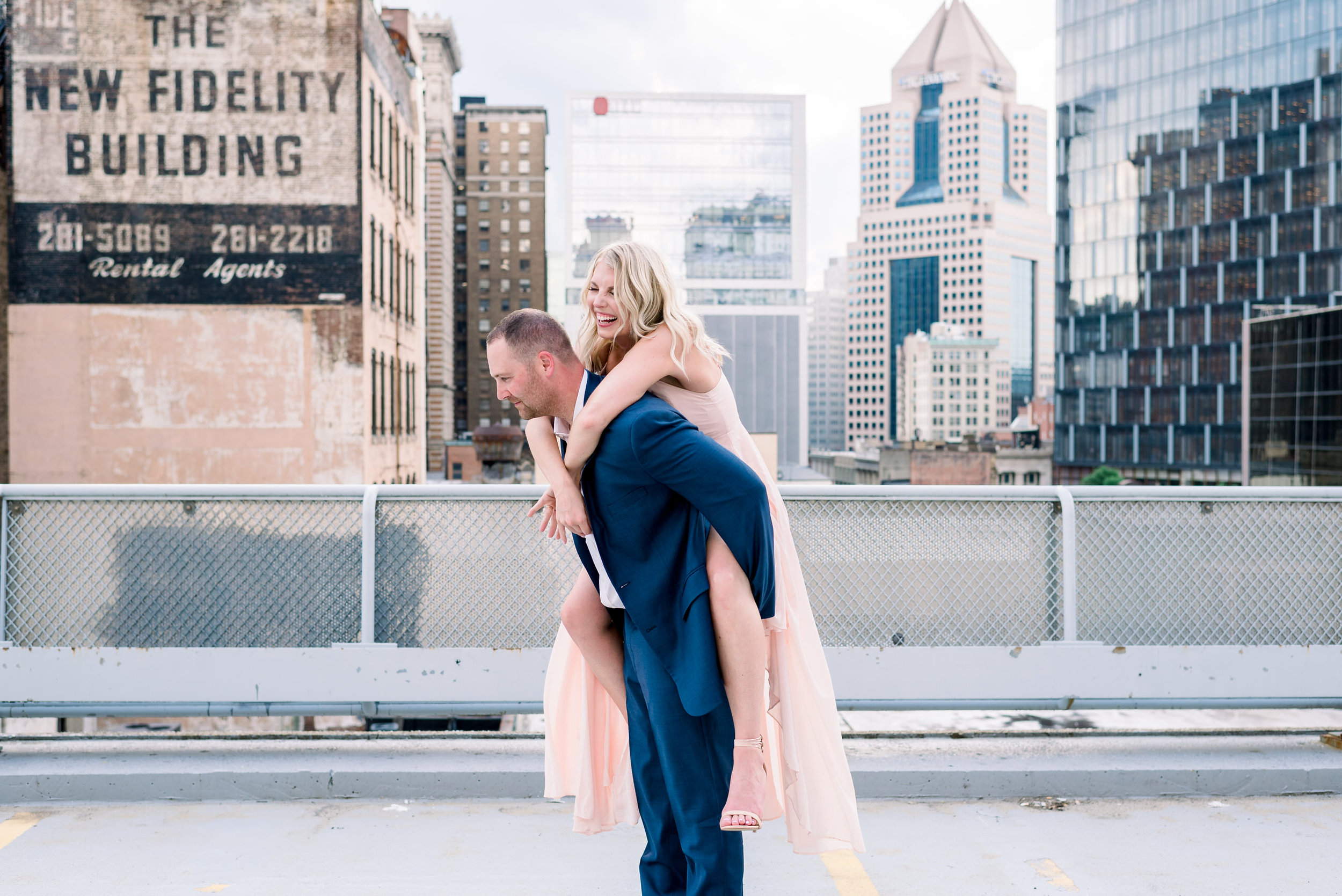 downtown-pittsburgh-rooftop-engagement-session-ashley-reed-photography22.jpg