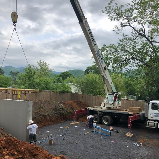 Setting @superiorwalls today on a new custom home in Black Mountain!  Set in 3 hrs from arrival to departure.  Way to go fellas!