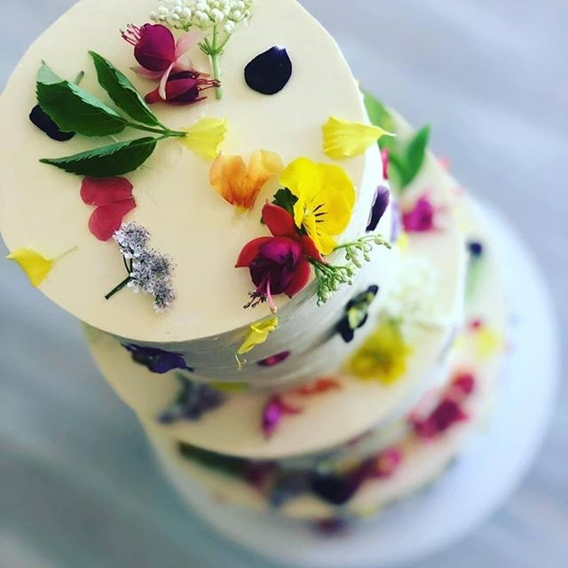 BAKE THE CAKE designs for your imagination while delicious baking is next level.  Fall in love,  http://mrbg.com.au/weddingdirectory/bake-the-cake  @bakethecake @marrydownsouth @australiassw @margaretriver  #gourmetwedding #destinationmargaretriver #destinationwedding #margaretriver #fallinlove #weddingcake #weddingdirectory #marrydownsouth