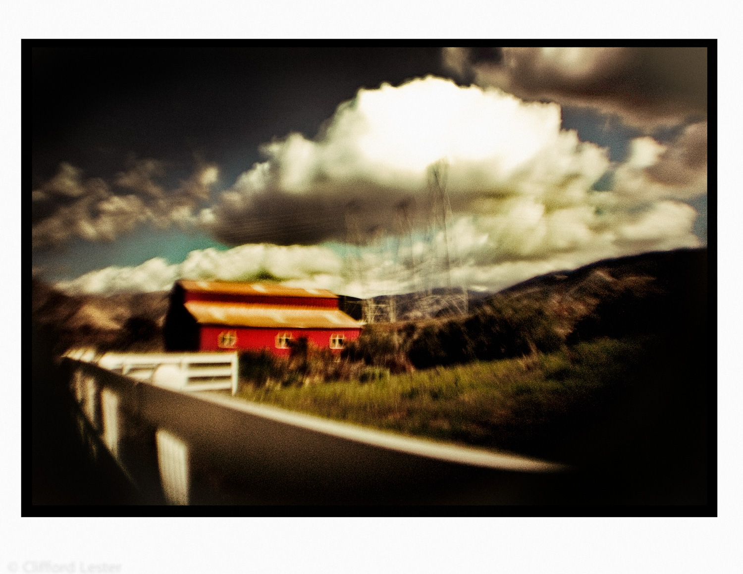 Barn - Angeles Highway