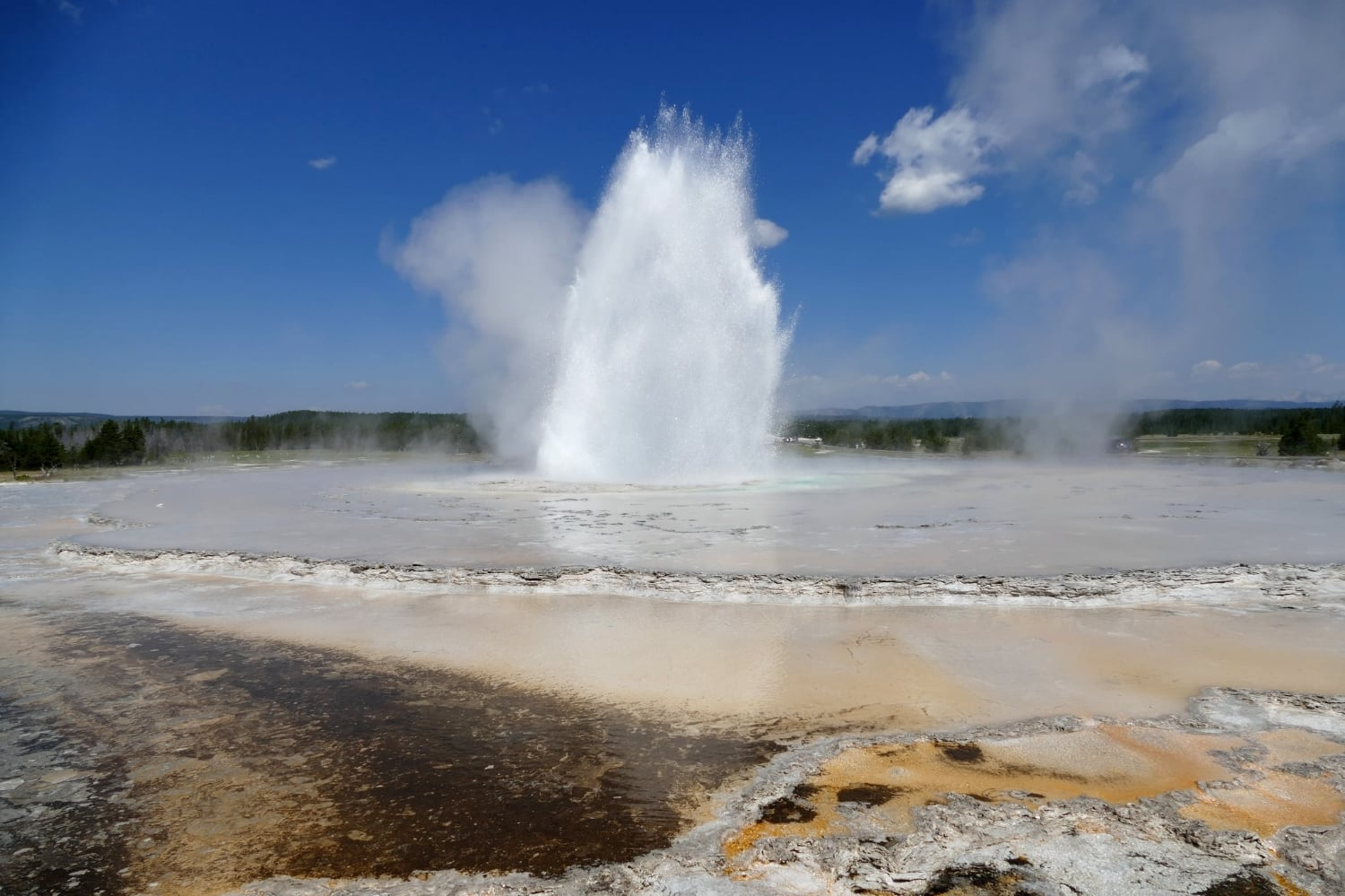 Great Fountain Geyser, Yellowstone National Park. Photographer:  Diane Renkin