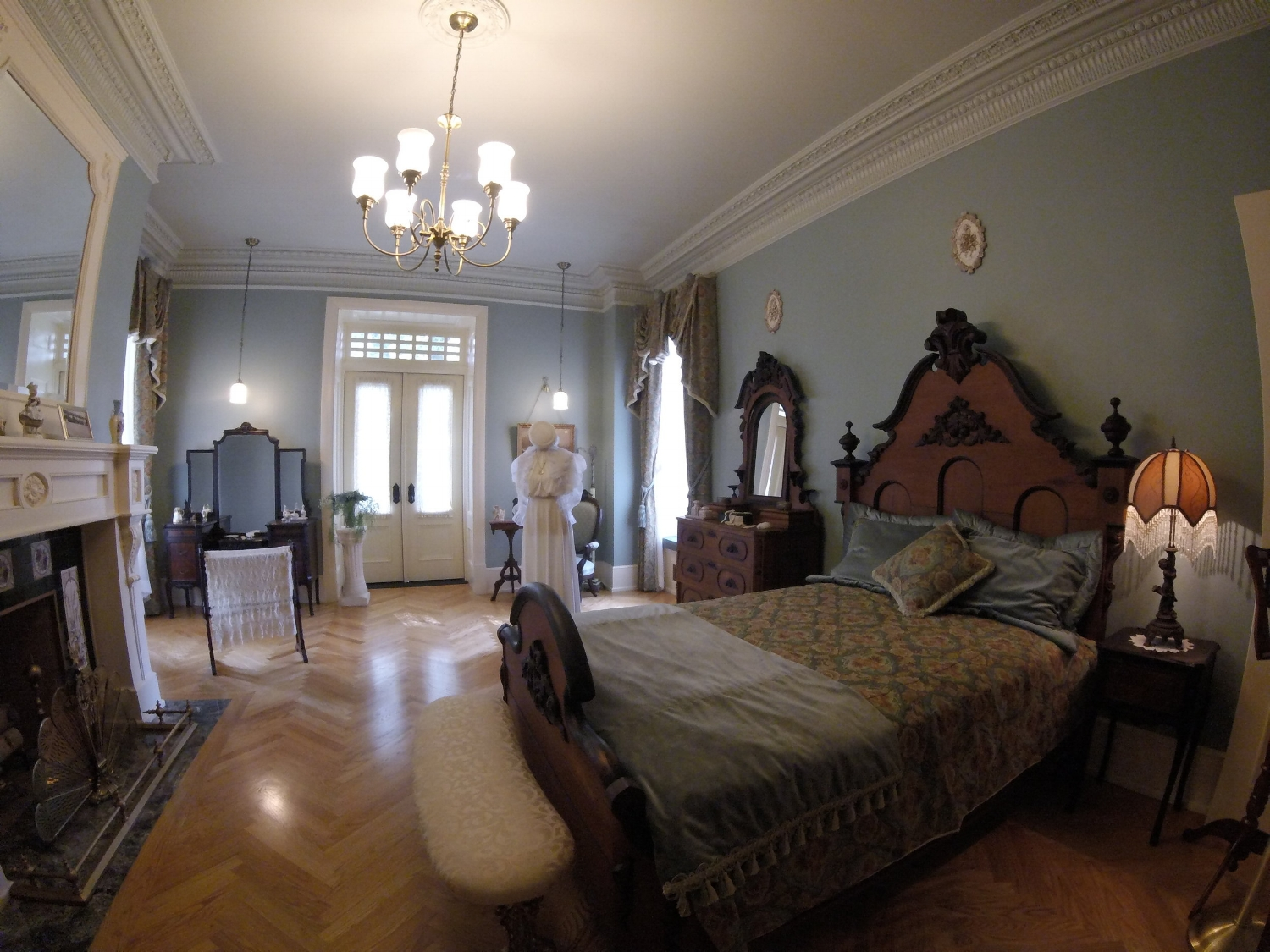 One of the many bedrooms in Boldt Castle