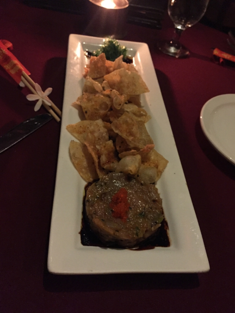 Tuna tartare with crispy wonton and seaweed