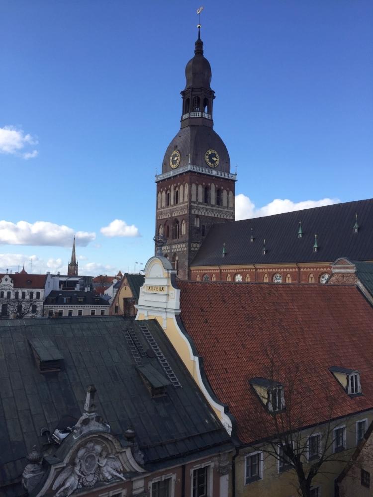 how to travel cheaply to Riga, Latvia