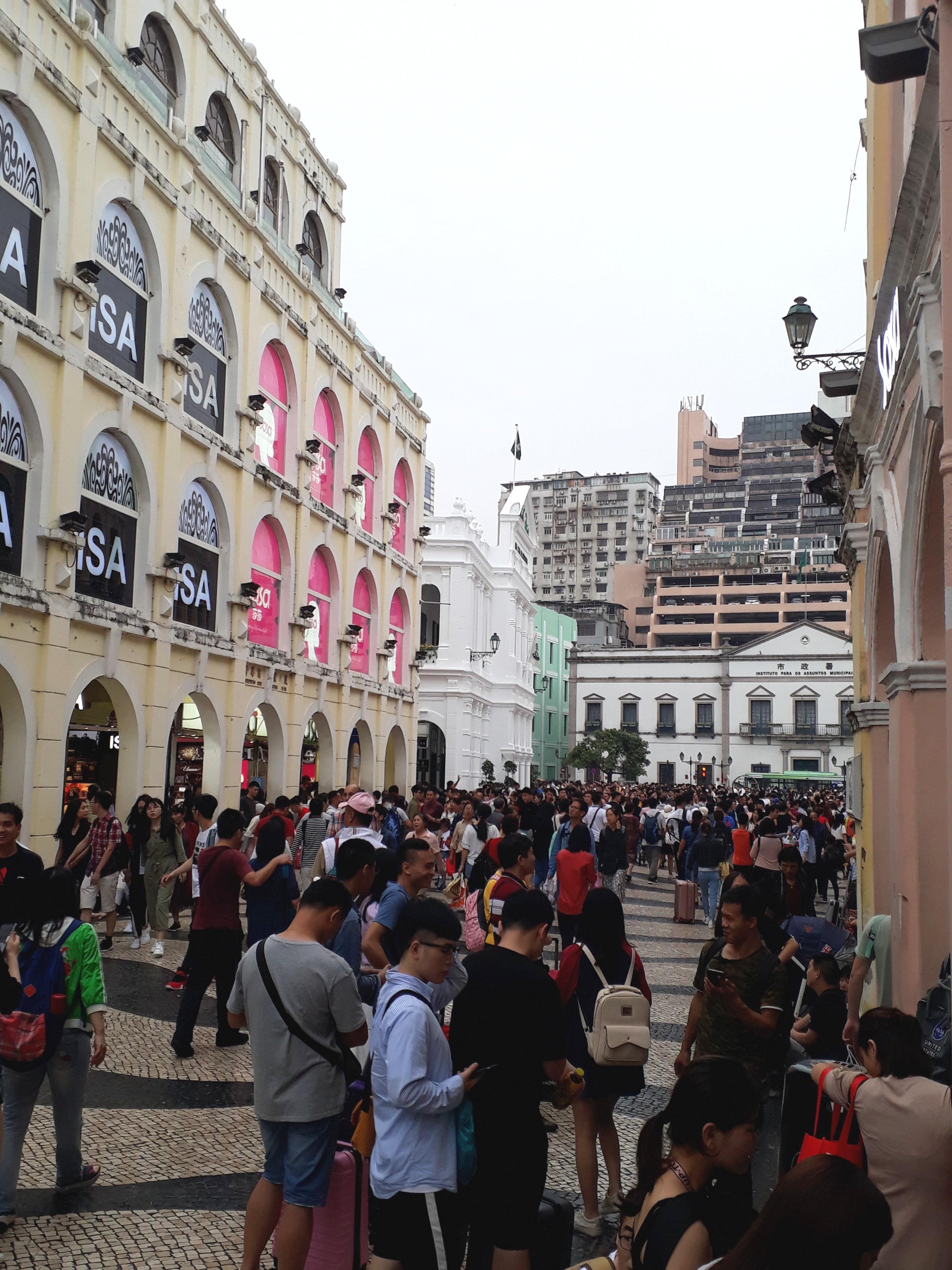 tourists flock to Senado Sqaure Macau