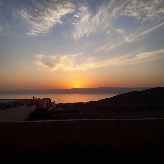 Aqaba, Jordan. . . The sun sets on a warm day filled with scuba diving in southern Jordan. . . . #scuba #scubadiving #aqaba #aqabajordan #travelgram #travel #traveltheworld #couplestravel #weekendadventure #scubadivingjordan #visitjordan #redsea #scubatravel #scubadivingtrip #visitaqaba #warmweather #feelinhot #travelling #aqabagulf