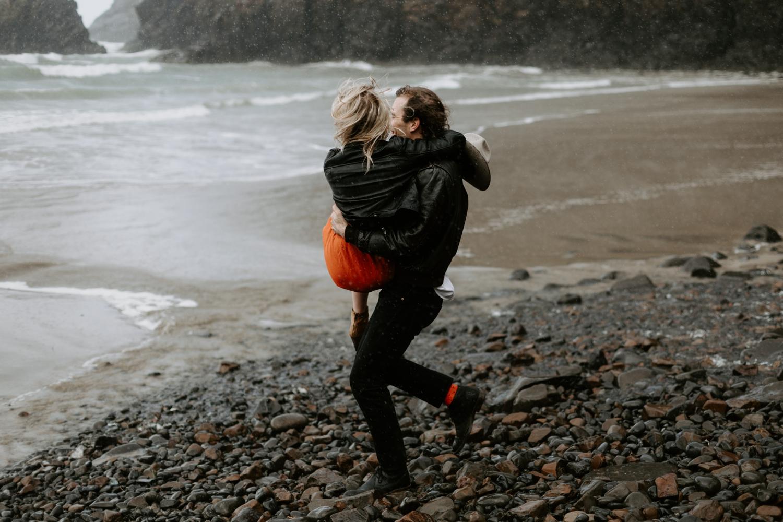 cannon-beach-oregon-adventure-engagement-2018-04-25_0015.jpg