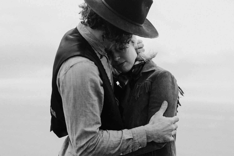 vintage-western-oregon-couple-photography-2018-04-25_0054.jpg