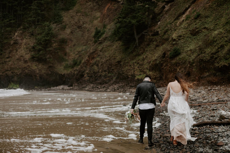 intimate-oregon-coast-elopement-2018-04-26_0002.jpg