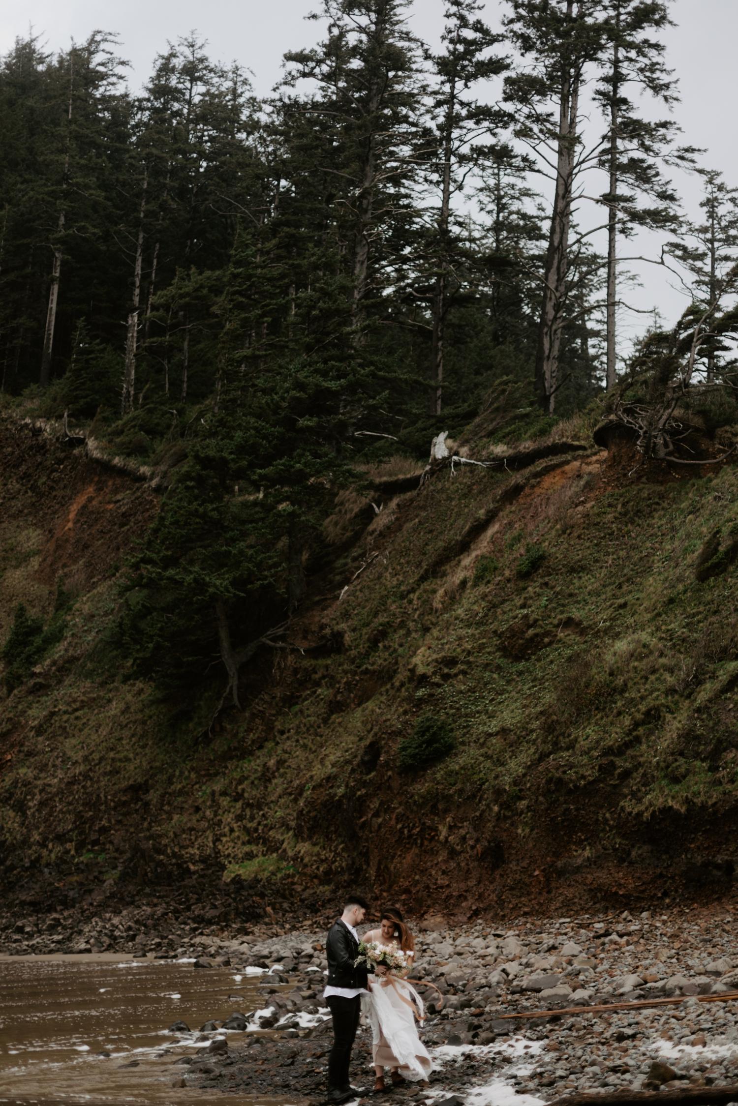 intimate-oregon-coast-elopement-2018-04-26_0003.jpg