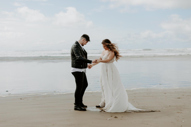 adventurous-cannon-beach-elopement-2018-04-26_0033.jpg